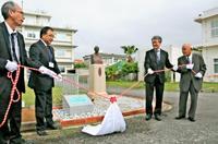 同一地点で122年 国内唯一の「百年観測所」石垣島気象台、認定プレート除幕