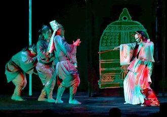 りっかりっか*フェスタ開幕で上演された「炎の鐘」=27日午後、浦添市・国立劇場おきなわ小劇場(渡辺奈々撮影)