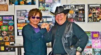 14日に開催するトークショーへの来場を呼び掛ける「紫」のジョージ紫さん(左)と宮永英一さん=9日、市中央の市音楽資料館「おんがく村」