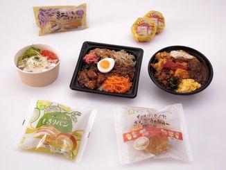 県内7大学の学生が開発した学P沖縄リーグの商品(沖縄ファミリーマート提供)