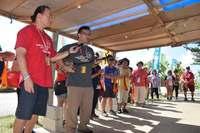 「祖先も一緒に戦う」ハワイ県系3世ら、シュワブゲート前で歌三線