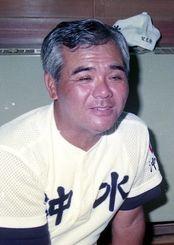 準優勝を喜ぶ沖縄水産高の栽弘義監督=1990年8月21日、兵庫県の宿舎