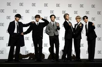 韓国・ソウルで記者会見するBTS=2020年11月(AP=共同)