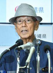 (資料写真)辺野古埋め立て承認の撤回の手続き開始を表明する翁長雄志知事(当時)=2018年7月27日、県庁