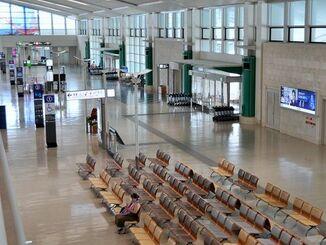 空港は利用客もまばらで閑散としていた=16日、那覇空港