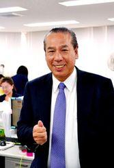 「沖縄出身者の仕事も支援したい」と話す新垣進さん=東京のオールビジネスリンク社
