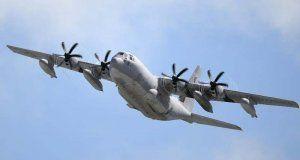 米軍普天間飛行場から離陸するKC130空中給油機=2014年07月15日沖縄県宜野湾市