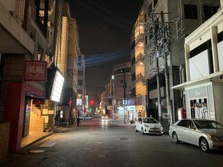 閑散とする那覇の歓楽街「松山」の様子=2020年8月5日