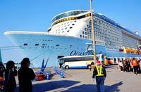 16万トン級クルーズ船、沖縄・中城湾港に寄港 しゅんせつ完了し初