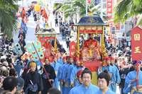 観光客も県民もうっとり 琉球王朝絵巻、700人が国際通りパレード