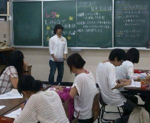 【学生有志15人が集まって、プロジェクトの目標を話し合った初の全体ミーティング】=6月、沖縄国際大学