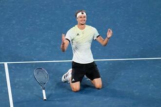 男子シングルスで優勝し、喜ぶアレクサンダー・ズベレフ=有明テニスの森公園