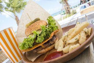 ボリューミーでジャンキーなハンバーガーを食べるなら『氾濫バーガー チムフガス』