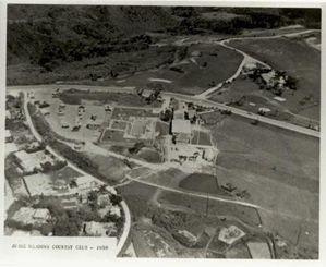 1959年に撮影したとみられる米軍泡瀬ゴルフ場=北中城村教育委員会提供