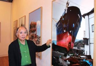 東日本大震災の写真展を開いた写真家の江成常夫さん=10日、相模原市