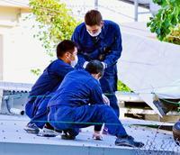 米軍部品落下:沖縄県警、保育園屋根のへこみ調査