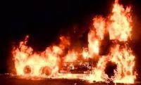 「ダンプが燃えている」 沖縄自動車道で炎上 走行中タイヤが熱を帯びて…?