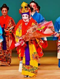 「美ら清ら」舞台に喝采 玉城節子さん顕彰公演