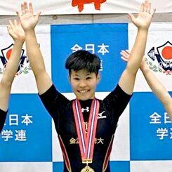 重量挙げの全日本大学対抗選手権の女子45キロ級で優勝した金沢学院大の伊良皆理絵(提供)