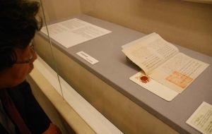 琉米修好条約など3原本が展示されている「琉球・幕末・明治維新 沖縄特別展」=27日、浦添市美術館