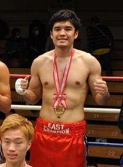 判定勝ちでミドル級の全日本新人王に輝いた白井・具志堅スポーツの長濱陸=東京・後楽園ホール