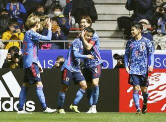 U―24親善試合でアルゼンチンと対戦した日本代表=3月29日、ミクニワールドスタジアム北九州