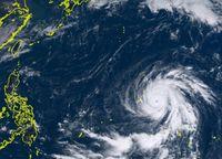 台風26号(イートゥー) 非常に強い勢力に発達