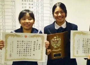 九州高校選手権をプレーオフの末に制した興南高の新垣比菜(右)と中学選手権で2位だった久志中の佐渡山理莉(提供)