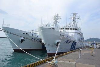 石垣海保に配属された巡視船「たけとみ」(右)と「なぐら」=2014年10月、石垣港