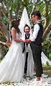 神司と八重山伝統の歌で祝う結婚式 石垣島「美ら結」発表