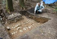「浅井長政の屋敷跡」から土塁 排水溝も、滋賀・長浜の小谷城跡