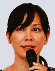 「琉球諸語」復興について講演した沖縄キリスト教学院大学の新垣友子准教授=8日、同大