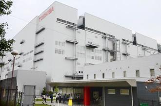 東芝の半導体子会社「東芝メモリ」の四日市工場=三重県四日市市