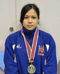 重量挙げ女子53キロ級で優勝した佐渡山彩奈