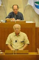 来年1月の宮古島市長選に向け3期目の出馬を表明した下地敏彦市長=20日午後、宮古島市議会