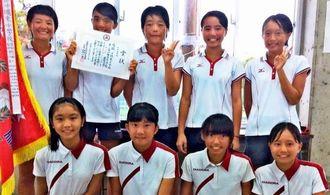 テニス女子団体優勝の沖縄東(提供)