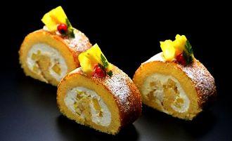 ザ・ナハテラスが期間限定で提供するロールケーキ「ル・ファリンヌ・アナナス」(同ホテル提供)
