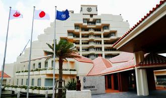 アジア太平洋地区の20カ国で115軒目のシェラトンブランドとして開業した「シェラトン沖縄サンマリーナリゾート」=2016年6月、恩納村