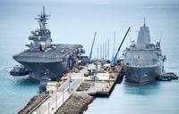 米強襲揚陸艦ワスプが入港 沖縄・ホワイトビーチ