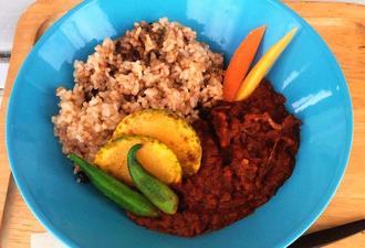 たっぷりの野菜を煮込んだ酵素玄米ベジカレー