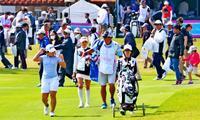 一流のプレーに歓声 ダイキン女子ゴルフ