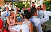 新婚へ教訓30の質問友人らが出題 伊良波さん披露宴