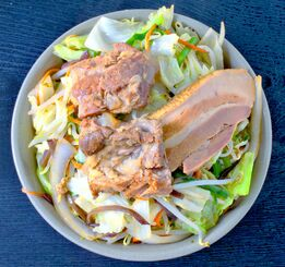 店おすすめの肉野菜そば(800円)