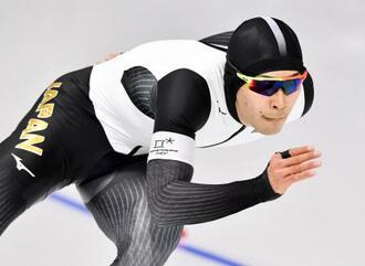 男子1500メートル 滑走する小田卓朗=江陵(共同)