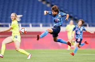 日本―スウェーデン 前半、ゴールを決める田中(11)=埼玉スタジアム