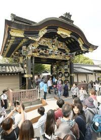 国宝「唐門」34年ぶり開く 京都・西本願寺
