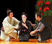 「母の日」泣き笑い喝采/沖縄芝居 各地で沸く