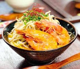 久米島産の味を満載した「車海老そば」