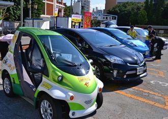 電気自動車やプラグインハイブリッド車の試乗会=4日、那覇市の波之上自動車学校