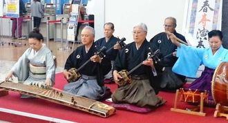 琉銀で開かれた「新春 寿 演奏会」=6日、琉銀本店